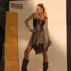 Women's pirate costume medium